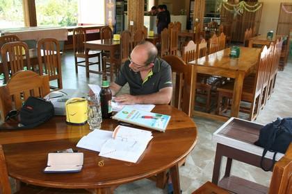 Werden Jetzt Nach Dem Die Tour Schon Früh Endet Gedanken über Die Weitere  Planung Vornehmen, Gewähltes Ziel Das Restaurant Im Hill Garden.